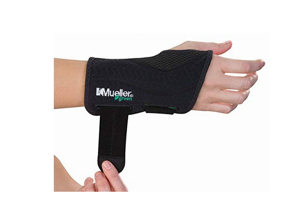 Mueller Green Fitted Wrist Brace